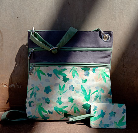 b.sirius giveaway prize - Melbourne Bag and Fly Away Luggage Tag in Summer Sky, photo by Carolyn Price