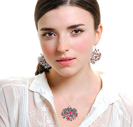 Woven Jasmin earrings and pendant by Polli